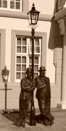 The Laural and Hardy Dick und Doof statue